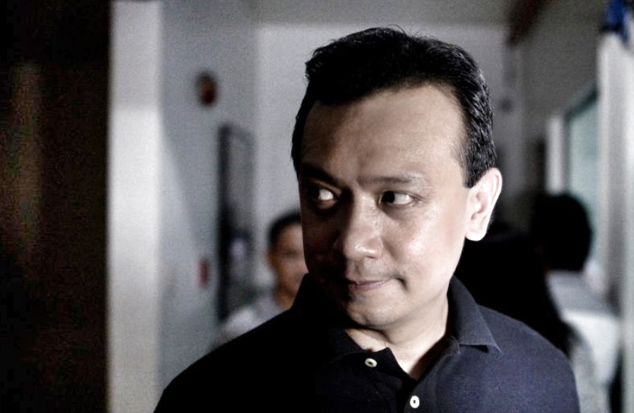 Some theories as to why Trillanes is a rabid Yellowtard and why he can't find his amnesty papers…